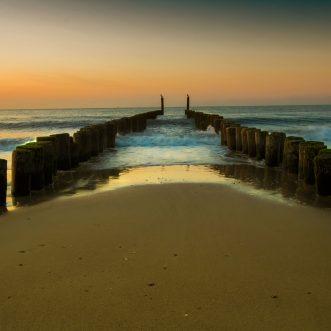 Wandbild Alu Dibond: Zeeland Strand im Sonnenuntergang.