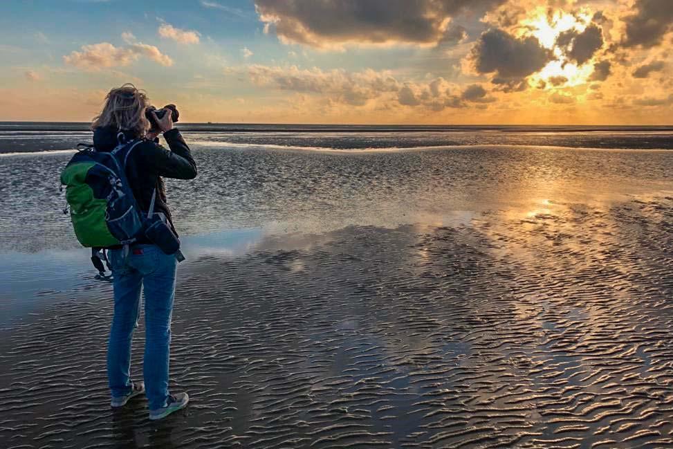 Landschaftsfotografin Britta Hilpert an der Nordseeküste.